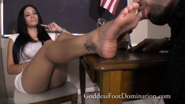 GoddessFootDomination.com - Goddess Jamie - Saving College Grant [FullHD, 1080p]