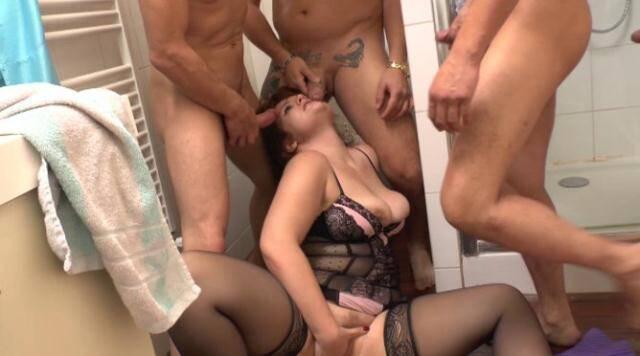 LaFRANCEaPoil.com - La jeune Pauline vide quatre pairs de couilles sur le sol de la salle de bains! [SD, 406p]
