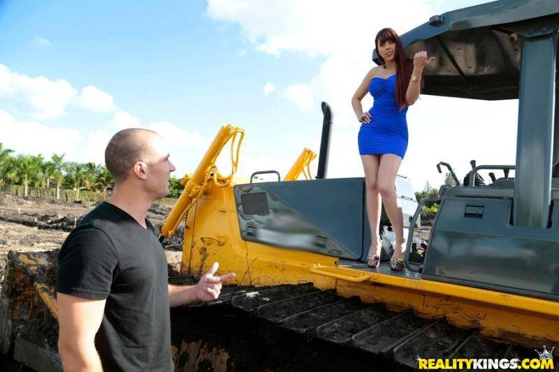 Amber Chase - Titted Milf in Well versed! [SD] - Real Milf