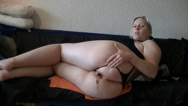 Extreme Scat - Sausages, long, thick, hard and greasy! German Girl Shitting! [FullHD 1080p]