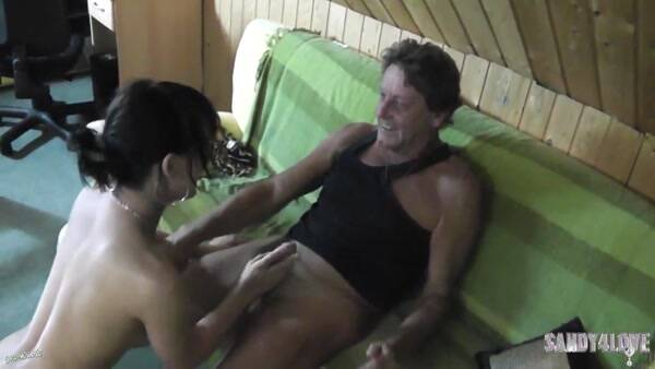 Sandy4Love - Papas kleine Tochter geknallt [HD] - MDH, PA