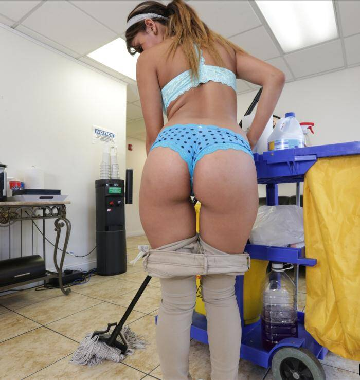 Dirty Maid - Sophia Leone - The new cleaning lady swallows a load!  [HD 720p]