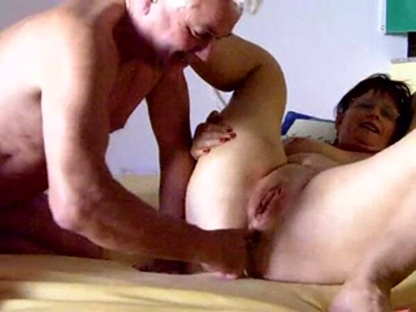 Amateur Sex - Pussy and Anal Fisting for mature [SD, 240p]