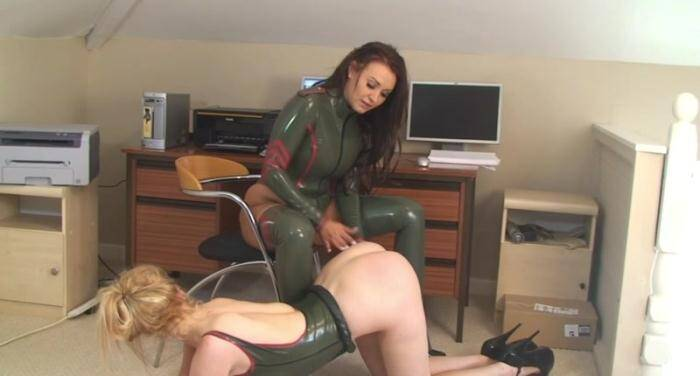 Lady and her slave in the office loves latex [HD, 960p] - LoversInLatex.com
