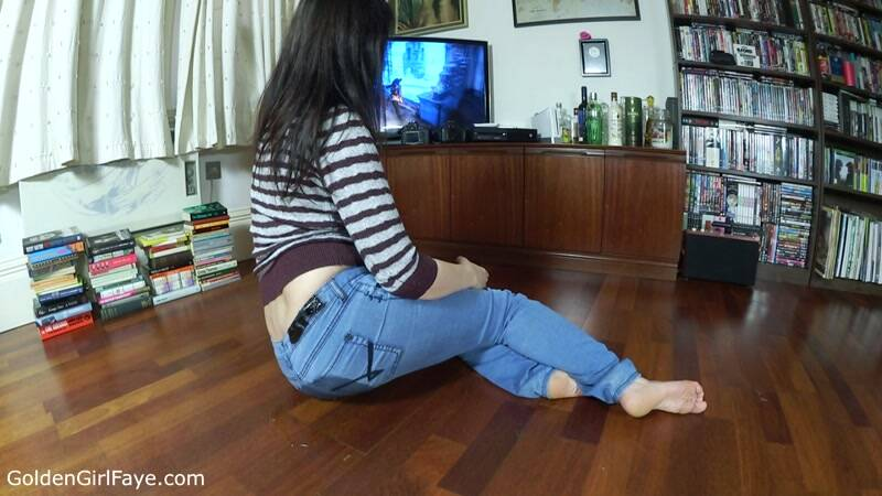 X Box Jeans Wetting [HD] - GoldenGirlFaye