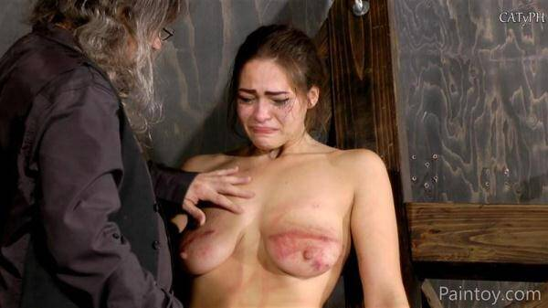 Paintoy.com: Kiki Sweet gets her jugs bruised (17.01.2016/FullHD)