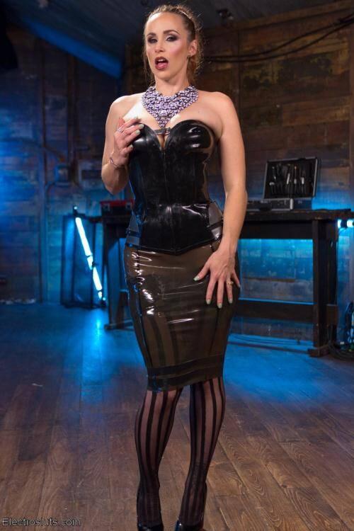 ElectroSluts.com/Kink.com - Bella Rossi,Ella Nova [Electro Latex Dungeon: Bella Rossi shocks and fucks tough slut Ella Nova] (SD 540p)