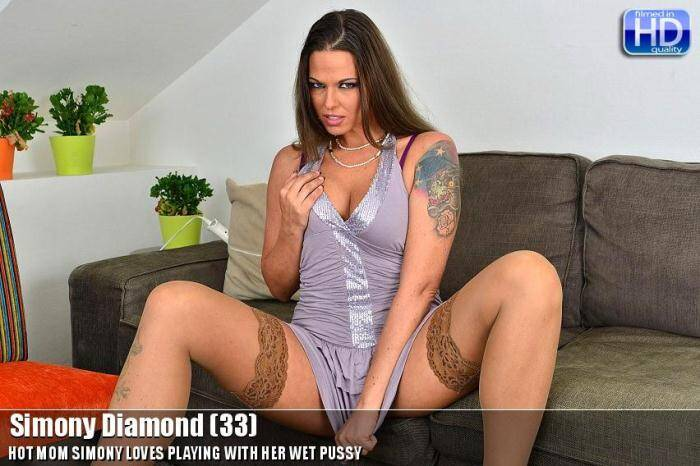 Mature.nl/Love-Moms.com - Simony Diamond (33) - Hot Sexy Milf - 20213 (Masturbation) [SD, 540p]