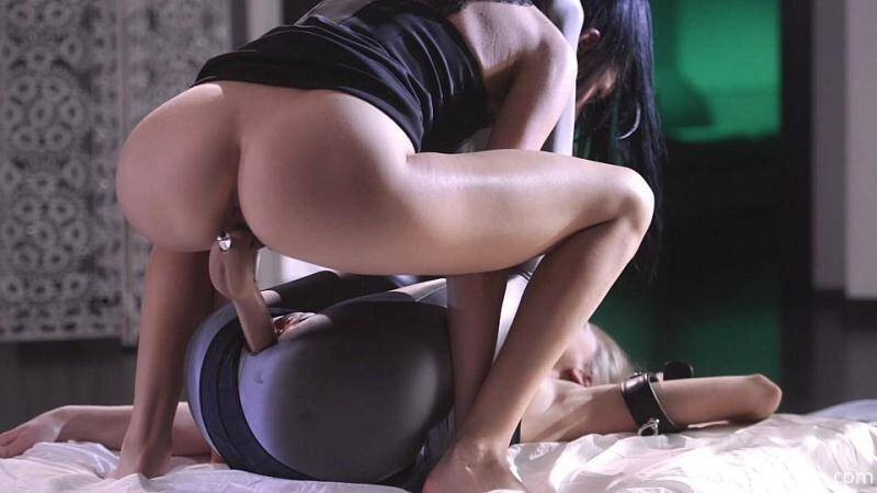 A Beauty under the Spandex Catsuit [FullHD] - StraplessDildo
