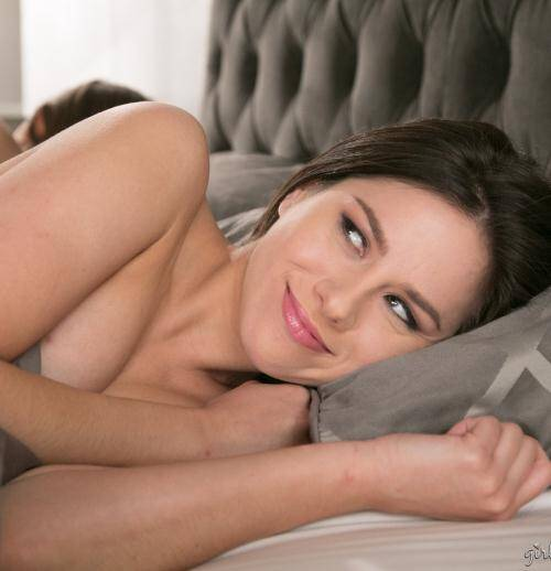Girl Way - Dani Daniels, Shyla Jennings [Sharing The Bed: Part Four] (HD 720p)