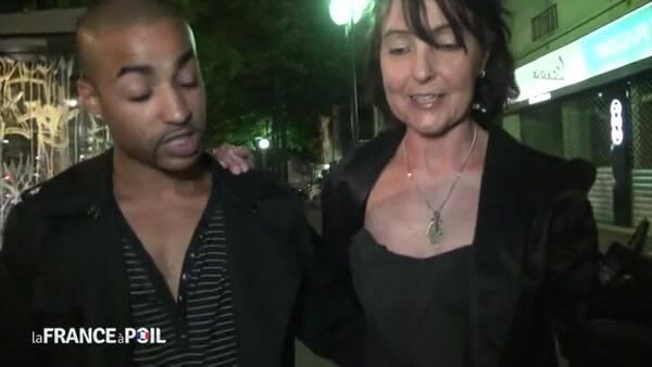 LaFRANCEaPoil.com - Joyce, une libertine mature, emmene un jeune inconnu rencontre dans la rue pour baiser! Hardeuse cherche Novice! [SD, 406p]