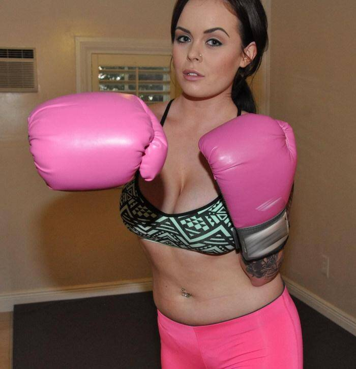 Know Girl - Roxii Blair - Sexy Boxing Chick in Leggings  [SD 480p]