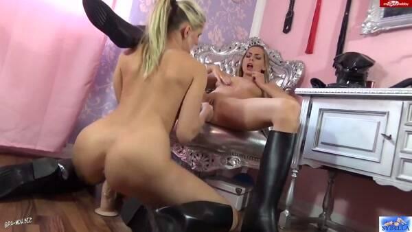 Hot Dirty Girl - Sybella - Geil auf Gummistiefel und Gummischwanz [HD 720p]