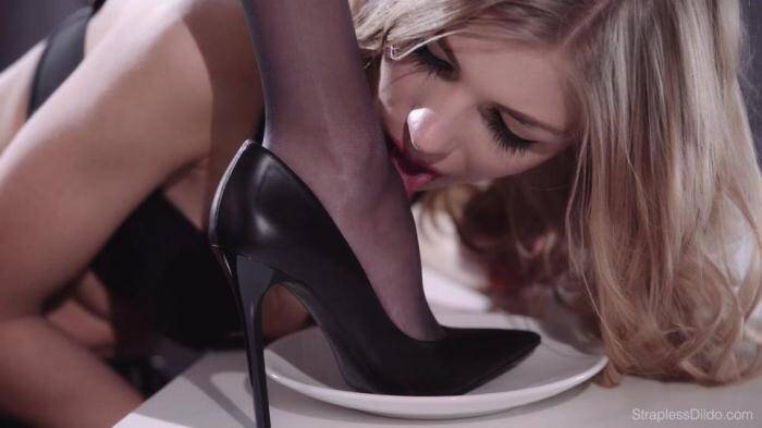 Pantyhose Feet and Strapon for Dinner [FullHD, 1080p] - StraplessDildo.com