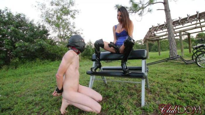 Femdom - Dava Foxx StrapOn Fucking Outdoor (Strapon) [HD, 720p]