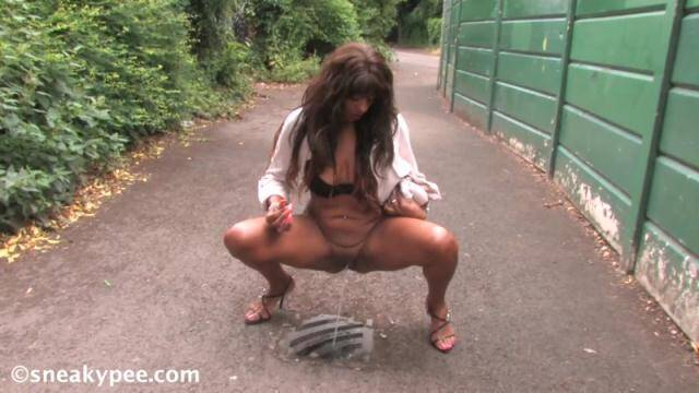 SneakyPee.com - Zara Tee - Outdoor Piss [HD, 720p]