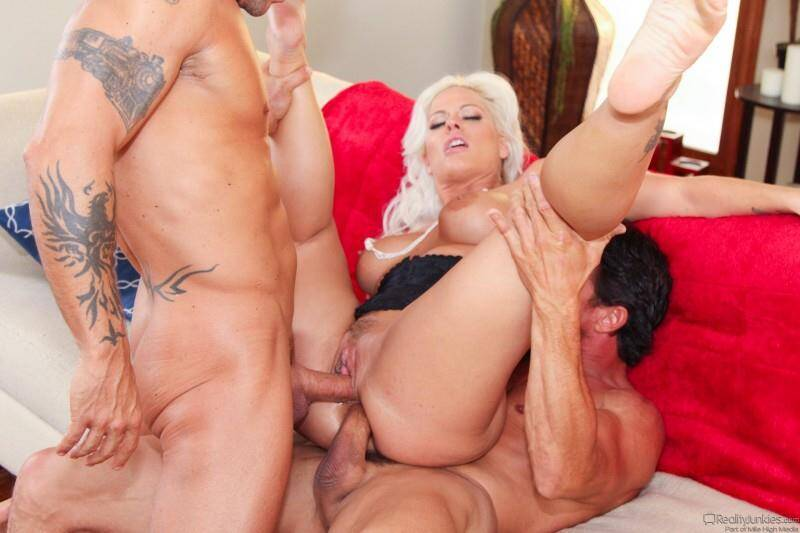 Holly Heart, Tommy Gunn, Kurt Lockwood - Anal with DP My Wife With Me 9! Group Sex! [SD] - Real Junkies