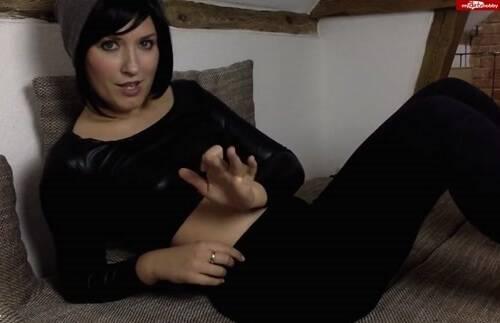 Hot Dirty Girl - Doertie - Ich mach dich zur Schwuchtel [HD 720p]
