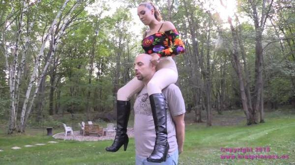 BratPrincess.us/Clips4sale.com: Sasha Foxx - Sexy Shoulder Rider (01.01.2016/HD)
