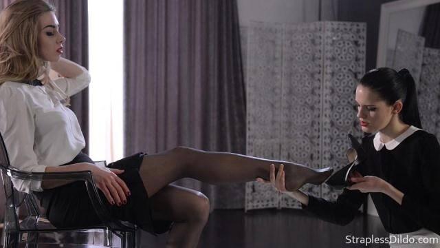 StraplessDildo.com - Feet Massage Turns Strapon Sex [FullHD, 1080p]