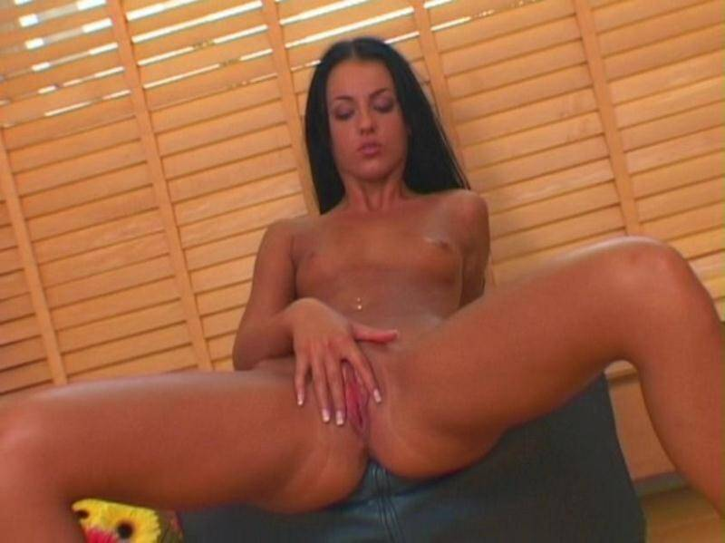 Mandy - Behind the blind Piss! [SD] - Pee pee Babe