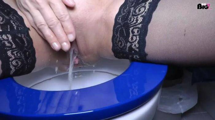 Germany - Pissen, blasen und ficken Toilette (Pissing) [HD, 720p]