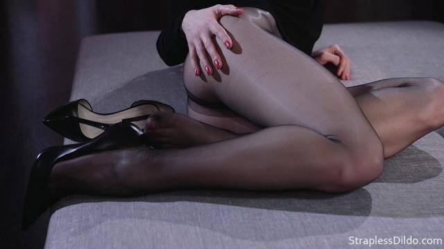 StraplessDildo.com - Scarlett Strapless Strapon solo [FullHD, 1080p]