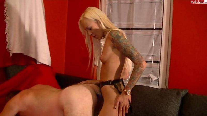 Lustful young girl fucked in the ass old man and gives him a foot in the anus [HD] - MDH, PA