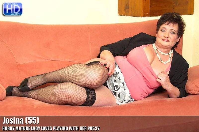 Josina (55) - Hard Masturbation old Pussy! [SD] - Mature.nl