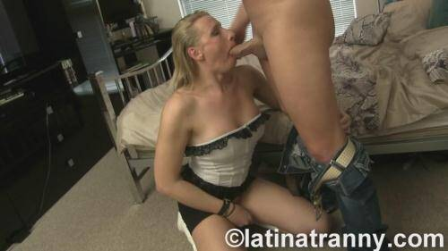 LatinaTranny.com [Poland RedVex bareback with Mr. America] HD, 720p)