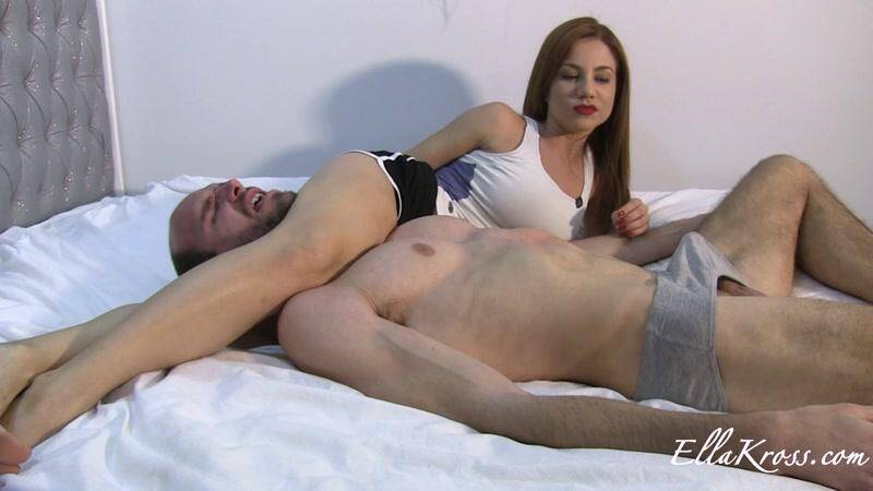 EK: A scissor-hold that renders him unable to breathe [FullHD] (333 MB)