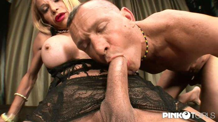 P1nk0TG1rls.com - Kristall - The big dick of the Milf (Shemale) [HD, 720p]
