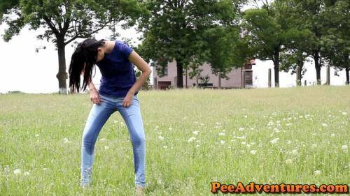 Drinking and wetting her jeans [FullHD, 1080p] [PeeAdventures.com] - Pissing
