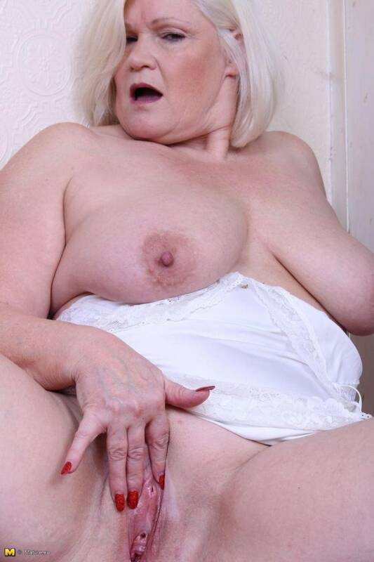 Mature.nl/Mature.eu - Lacey (EU) (54) - British Mature (Masturbation) [SD, 540p]