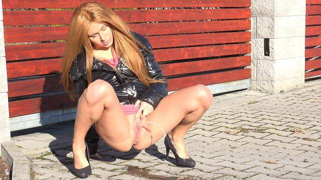 G2P - Sunny day - Hot Blonde Piss Outdoor! [FullHD, 1080p]