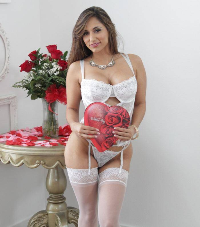 Pur3M4tur3.com - Reena Sky - Valentine Vixen  [HD 720p]
