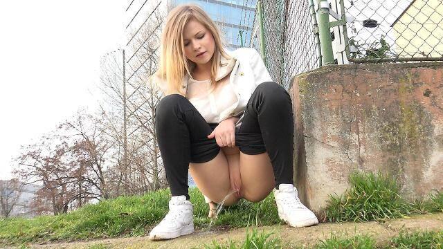 G2P - Squatting in trainers - Beautiful teen girl piss! [FullHD, 1080p]