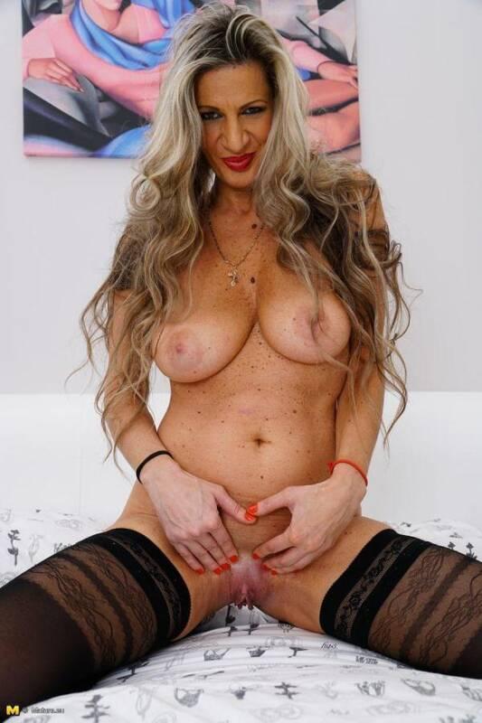 Gigi S. (44) - Masturbatiou Old Pussy! (Mature.eu/Mature.nl) [SD, 540p]