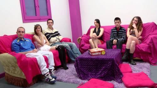 Parejas reales de 18 a 22 aсitos jugando al juego de moda en el mundo liberal - Adrian Brey, Ainara (SiteRip/Fakings/HD720p)