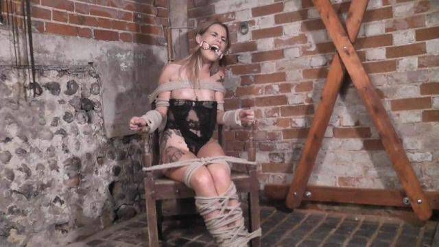 BondageChronicles.com - Siren - Sitting Pretty [HD, 720p]