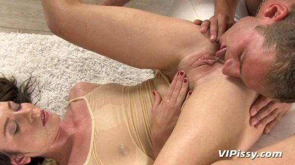 Jessica Rox - Wet Yoga Piss! (HD 810p)