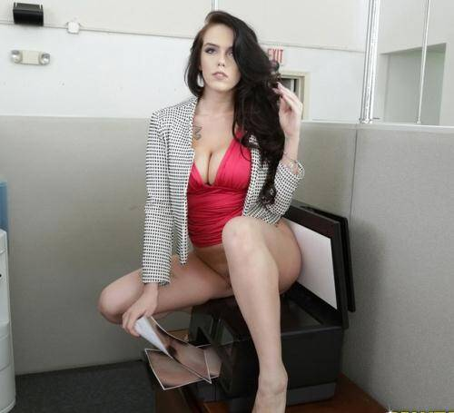 Monster - Ryan Smiles [Office�fling!] (SD 576p)