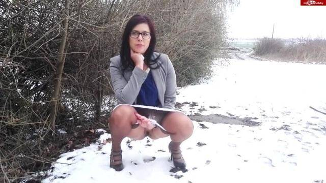 Crazy Germany Girl - Less urgent... with nylonjean! [HD, 720p]