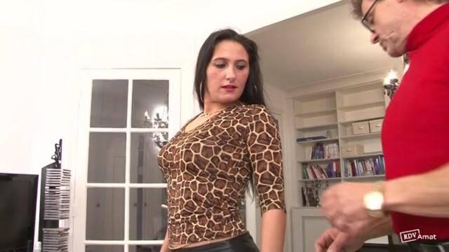 Indecentes - Une affaire de famille: c'est son propre oncle qui vient avec Luciana pour une drole de seance ! [SD, 360p]