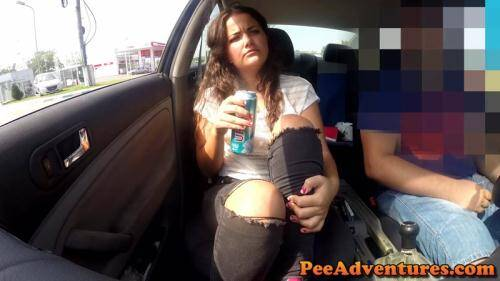 Cristina is desperate to pee [FullHD, 1080p] [PeeAdventures.com] - Pissing