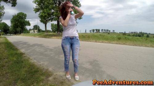 Desperate to pee in her jeans [FullHD, 1080p] [PeeAdventures.com] - Pissing