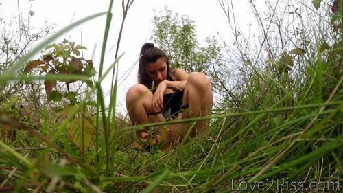 Pissing in the grass [FullHD, 1080p] [Love2Piss.com] - Pissing