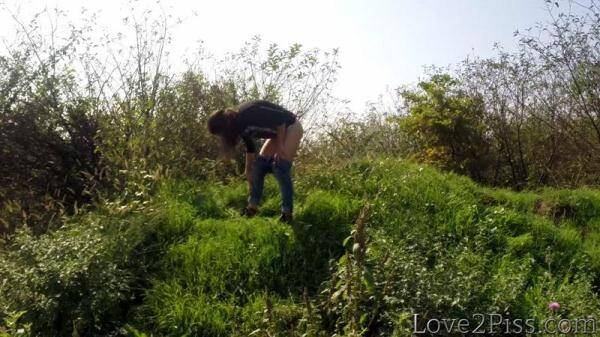 Love2Piss.com: Doggy style pee (10.02.2016/FullHD)