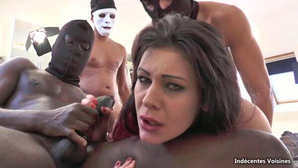 Indecentes: Melissa, 24 ans, jlie petite brunette coincee par des blacks ! [SD] (564 MB)