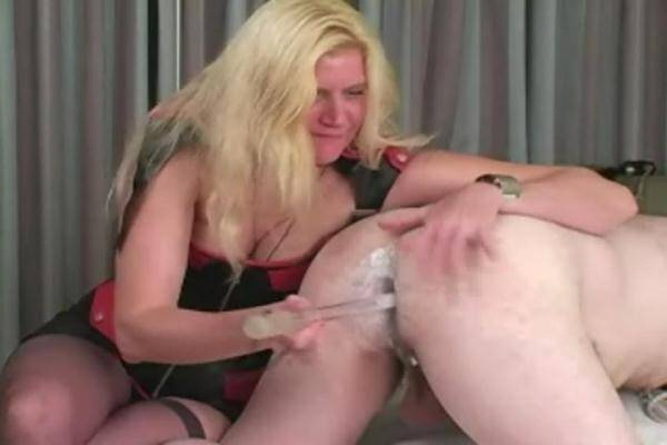 Blond Mistress Fisting and Straped (StraponSlaves.com) [SD, 480p]